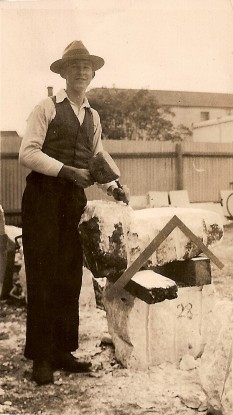 Bruce Davis in 1934 pictured here in Murray Bridge, SA during his apprenticeship.